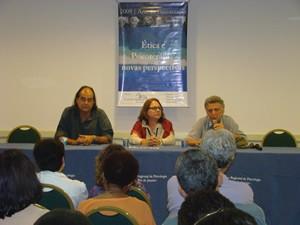 A mesa de abertura do II Fórum de Ética contou com a participação de Henrique Rodrigres, Lygia Ayres e José Novaes na sequência.