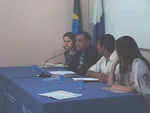 Carolina Moreira Ribeiro, Marco Aurélio de Rezende, Carlos Eduardo Nórte e Maria Helena Zamora, da esquerda para direita, analisaram os atravessamentos éticos nas práticas dos psicólogos, bem como em sua formação.