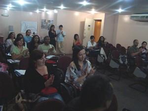 Os ouvintes foram convidados a participarem do debate sobre a questão da ética na formação.